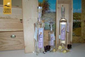 Acquavite di More - Terra Grata. Distillato di frutta. Distillato di More. Non una semplice grappa aromatizzata.