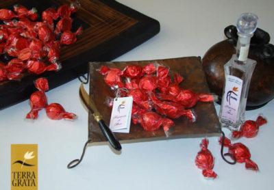 Cioccolatini Ripieni di Distillato di Frutta di More - Terra Grata - Ciò Che Amo più di cioccolatini liquorosi. Cioccolatini Artigianali.